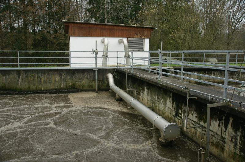 3.Blick über die Belebungsbecken 1 und 2 auf die zugeordnete Sau-erstoff-Station.